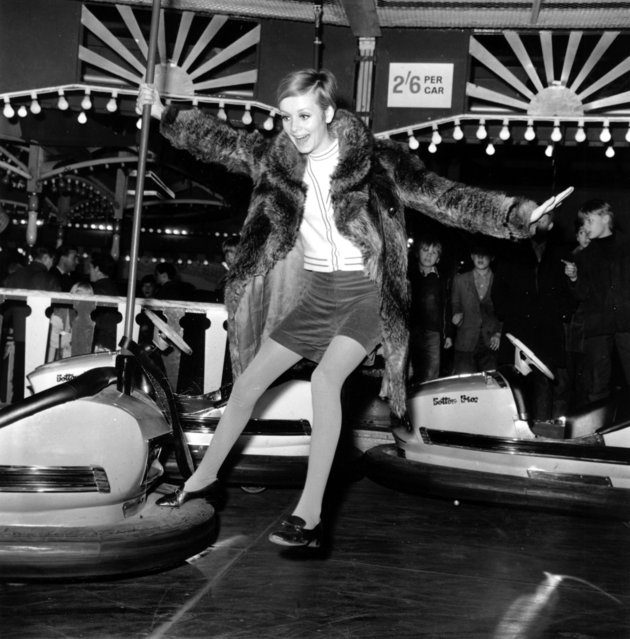 British fashion model Twiggy plays around on the bumper cars at the Bertram Mills Circus in London, England on January 10, 1967. (Photo by AP Photo)