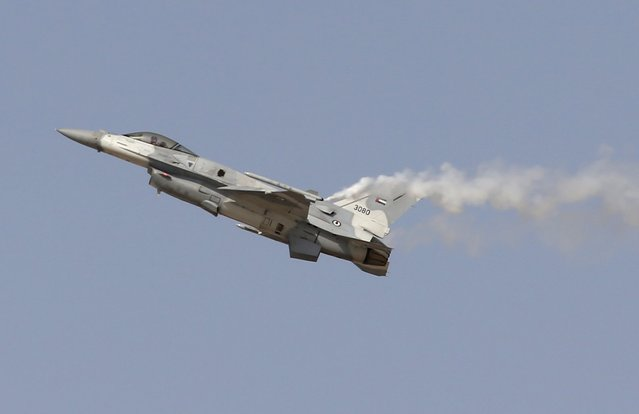 An F16 plane performs at the Dubai Airshow November 8, 2015. The biennial event will be held November 8-12. (Photo by Ahmed Jadallah/Reuters)