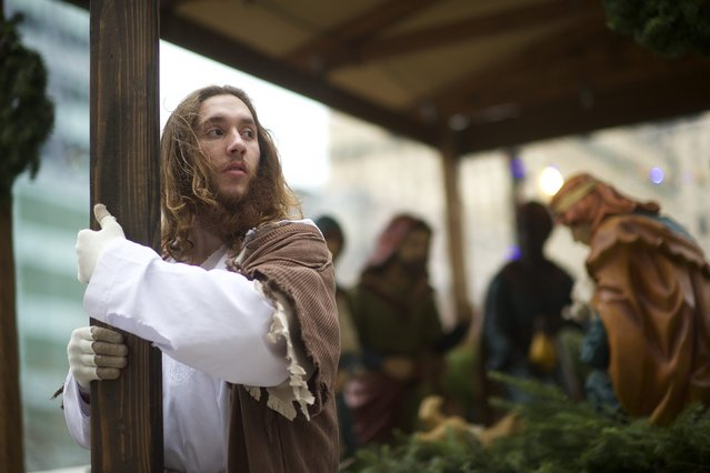 "Michael Grant, 28, ""Philly Jesus"", clutches the  12 foot cross he had carried 8 miles through North Philadelphia to Center City as part of a Christmas walk to spread the true message of the holiday in Philadelphia, Pennsylvania December 20, 2014. (Photo by Mark Makela/Reuters)"