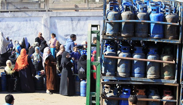 People wait in line to buy gas cylinders at a distribution point in Cairo January 19, 2015. (Photo by Mohamed Abd El Ghany/Reuters)