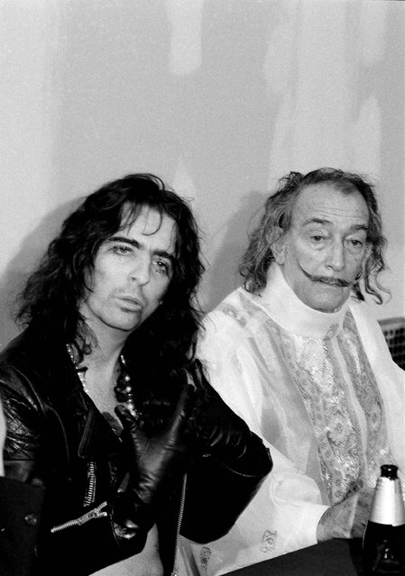 "Artist Salvador Dali, right and glam rock star, Alice Cooper, discuss Dali's art holographs during a press conference at the New Exhibition of Holographs, in New York, April 4, 1973. Holographs are three dimensional photographs. Dali's work included a portrait of Cooper, whom Dali called ""the best exponent of confusion"", in an age when ""nobody understands anything"". (Photo by John Rooney/AP Photo)"