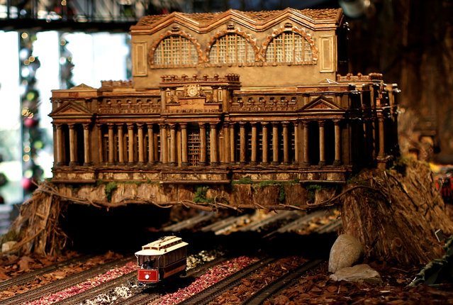 A model train travels under a scaled model of the New York's former Pennsylvania Station built entirely with plant parts during a media preview of the Holiday Train Show at the New York Botanical Garden in the Bronx borough of New York City, U.S., November 14, 2016. (Photo by Mike Segar/Reuters)
