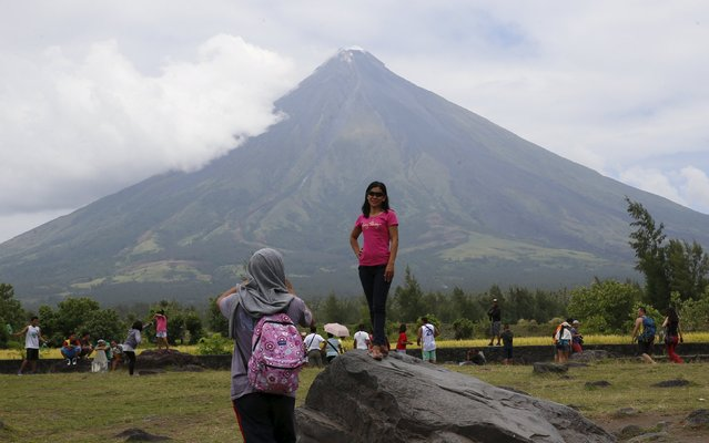 A local tourist poses in front of Mayon volcano in Daraga, Albay in central Philippines April 3, 2016. (Photo by Erik De Castro/Reuters)