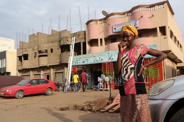 A girl waits to cross a street in Bamako, Mali, April 11, 2016. (Photo by Joe Penney/Reuters)