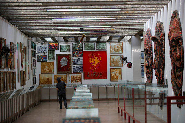 A staff member cleans an exhibition hall displaying images of late Chinese chairman Mao Zedong and pictures taken in the 1960-70s at Jianchuan Museum Cluster in Anren, Sichuan Province, China, May 13, 2016. (Photo by Kim Kyung-Hoon/Reuters)