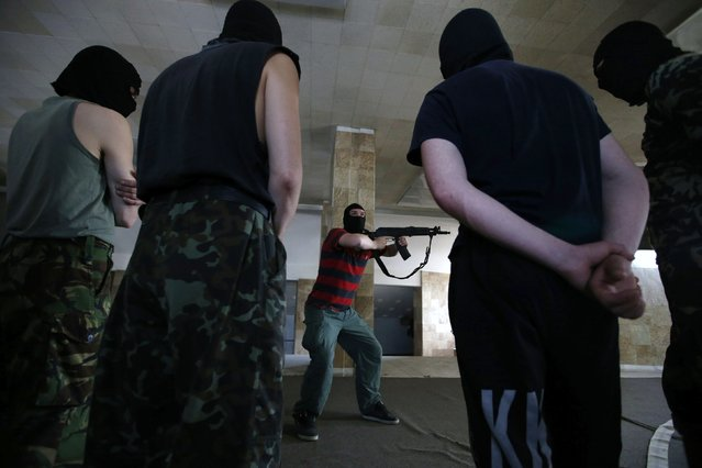 New recruits to the pro-Russian activist movement undergo basic weapons training in the district administration building, central Donetsk, Eastern Ukraine May 18, 2014. (Photo by Maxim Zmeyev/Reuters)