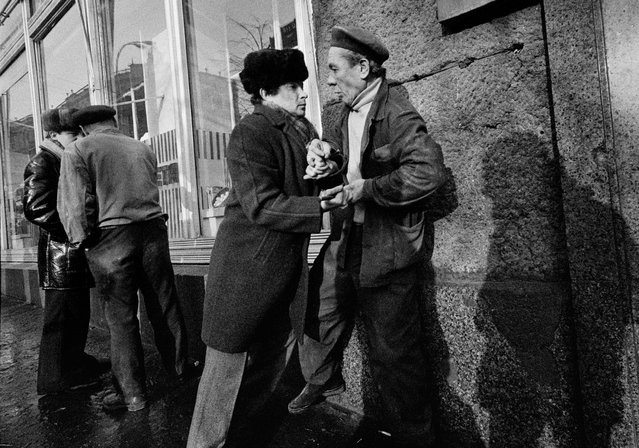 "Moscow, Russia, 1981. An attempted attack. Gueorgui Pinkhassov writes: ""Unfortunately, I can't tell you any more than what you see in the photo. I, myself, didn't see anything; I walked by without slowing my pace. My shadow with my lowered head is also captured in this moment – witnessing that I wasn't a witness. Although this was one of my first forays into street photography, my reflexes didn't fail me... Here, the moment decides, not you"". (Photo by Gueorgui Pinkhassov/Magnum Photos)"