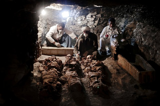 Archaeologists work on mummies found in the New Kingdom tomb that belongs to a royal goldsmith in a burial shaft, in Luxor, Egypt, Saturday, September 9, 2017. Egypt has announced the discovery in the southern city of Luxor of a pharaonic tomb belonging to a royal goldsmith who lived more than 3,500 years ago during the reign of the 18th dynasty. (Photo by Nariman El-Mofty/AP Photo)