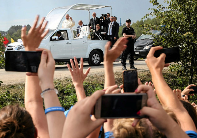 Pope Francis waves at the pilgrims as he arrives at the Campus Misericordiae during World Youth Day in Brzegi near Krakow, Poland July 31, 2016. (Photo by Agata Grzybowska/Reuters/Agencja Gazeta)