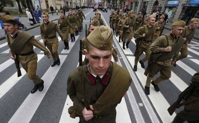 Enthusiasts wearing World War Two military uniforms march during a parade in St. Petersburg May 5, 2014. (Photo by Alexander Demianchuk/Reuters)