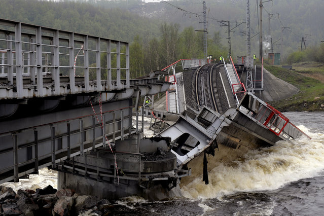 A view shows a railway bridge across the Kola River that collapsed after its foundations were washed away by rapidly melting snow and strong flows of water, near Murmansk, on June 3, 2020. (Photo by Lev Fedoseyev/TASS)