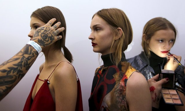 Models get prepared backstage before Wagner Kallieno Winter Collection 2016 show during Sao Paulo Fashion Week in Sao Paulo, Brazil, October 23, 2015. (Photo by Paulo Whitaker/Reuters)