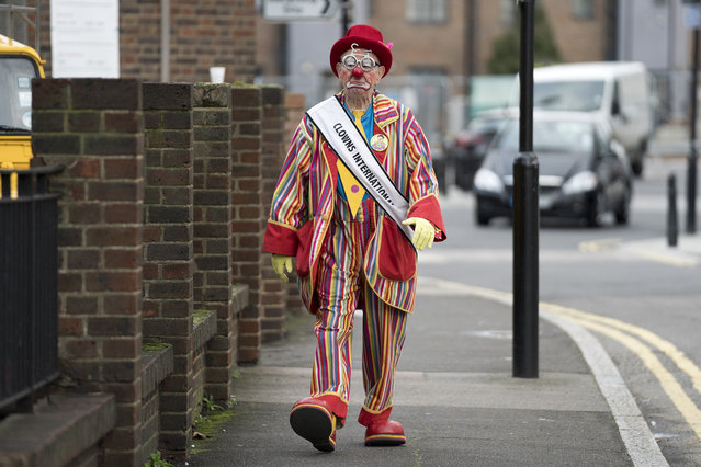A clown arrives for the annual Grimaldi Memorial Service at the All Saints church in east London on February 4, 2018. The service takes place to celebrate the father of modern clowning, Joseph Grimaldi, who died in 1837. (Photo by Justin Tallis/AFP Photo)