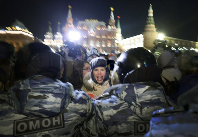 """A woman screams during an unauthorized rally in support of Russian opposition leader Alexei Navalny and his brother Oleg Navalny in central Moscow on December 30, 2014. Russia's top opposition leader Alexei Navalny on December 30, 2014, called for mass protests to """"destroy"""" President Vladimir Putin's regime after a court handed him a suspended sentence and jailed his brother in a controversial fraud case. (Photo by Alexander Nemenov/AFP Photo)"""