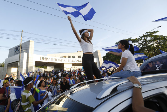 People protest outside the Universidad Centro Americana against the government of President Daniel Ortega, in Managua, Nicaragua, Monday, May 14, 2018. The Nicaraguan Council of Bishops said talks between civic groups and the administration of President Daniel Ortega will start Wednesday morning, following weeks of anti-government protests in which an estimated 65 people have been killed. (Photo by Alfredo Zuniga/AP Photo)