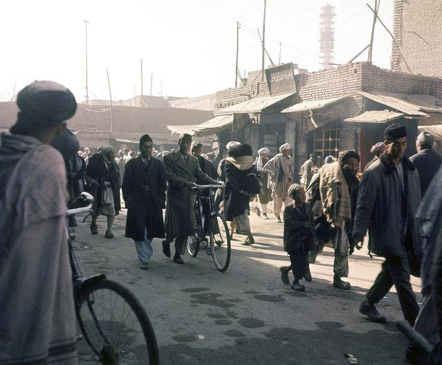 Street scene in Kabul, in November of 1966. (Photo by AP Photo via The Atlantic)