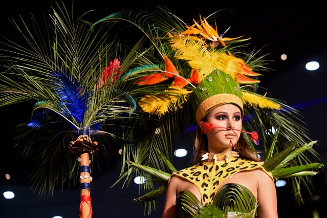 A model presents a creation by Colombian designer Stevens Arboleda made with organic elements during BioFashion Show, on November 19, 2016, in Cali, Valle del Cauca department, Colombia. (Photo by Luis Robayo/AFP Photo)