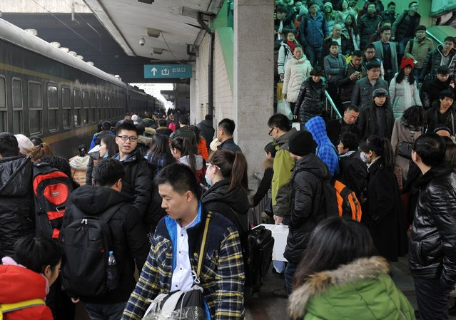 People crowd at a railway station in Harbin, Heilongjiang province, February 16, 2015. (Photo by Reuters/Stringer)