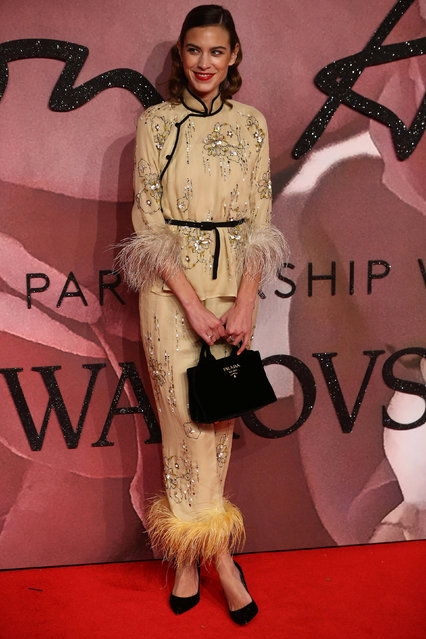 Model Alexa Chung poses for photographers at the Fashion Awards 2016 in London, Britain December 5, 2016. (Photo by Neil Hall/Reuters)