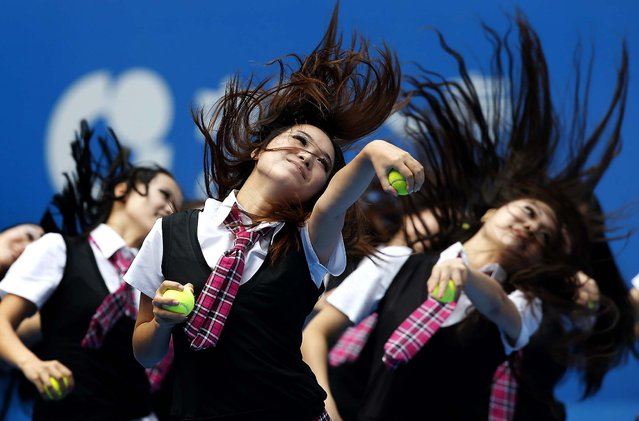 Cheerleaders perform at the China Open tennis tournament in Beijing, on Oktober 6, 2013. (Photo by Kim Kyung-Hoon/Reuters)