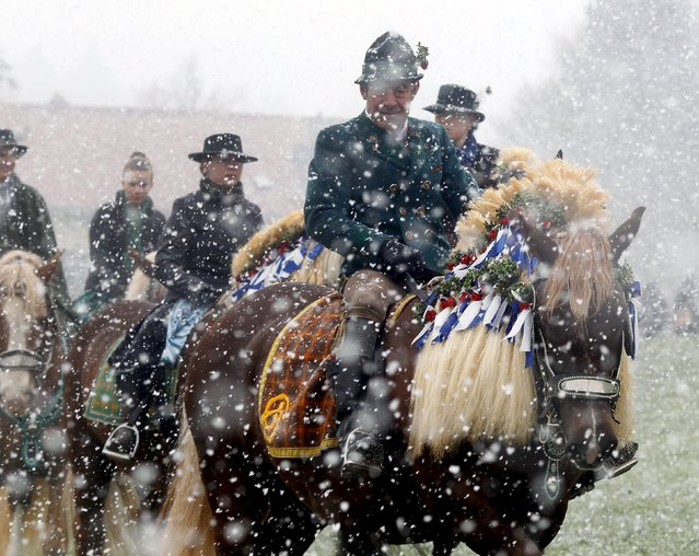 Pilgrims dressed in traditional Bavarian clothes attend the traditional Georgi horse riding procession on Easter Monday in heavy snowfall, in the southern Bavarian town of Traunstein April 6, 2015. (Photo by Michael Dalder/Reuters)
