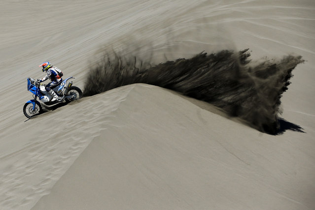 KTM rider Mark Davidson of Australia races through the dunes during the second stage of the Dakar Rally between the cities of San Luis and San Rafael in San Rafael, Argentina,  Monday, January 6, 2014. (Photo by Victor R. Caivano/AP Photo)