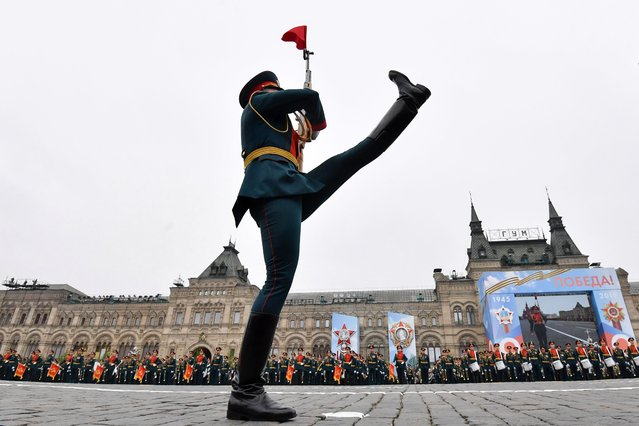 A Russian honour guard soldier marches during the Victory Day military parade at Red Square in downtown Moscow on May 9, 2019. Russia celebrates the 74th anniversary of the victory over Nazi Germany. (Photo by Mladen Antonov/AFP Photo)