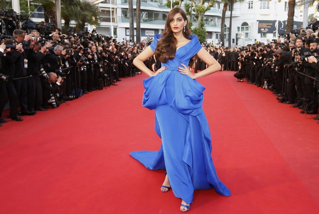 "Indian actress Sonam Kapoor poses on the red carpet as she arrives for the screening of the film ""The Sea of Trees"" in competition at the 68th Cannes Film Festival in Cannes, southern France, May 16, 2015. (Photo by Eric Gaillard/Reuters)"