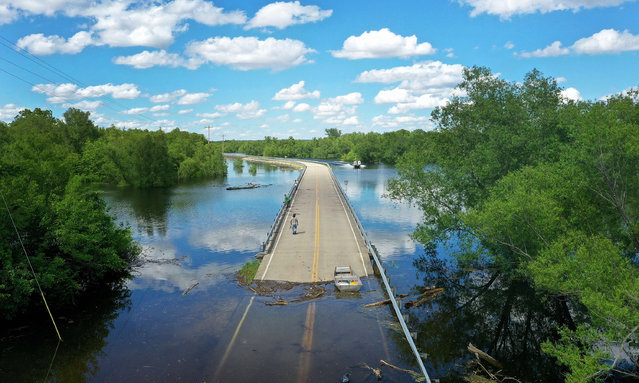 Floodwater from the Mississippi River cuts off the roadway from Missouri into Illinois at the states' border on May 30, 2019 in Saint Mary, Missouri. The middle-section of the country has been experiencing major flooding since mid-March especially along the Missouri, Arkansas, and Mississippi Rivers. Towns along the Mississippi River have been experiencing the longest stretch of major flooding from the river in nearly a century. (Photo by Scott Olson/Getty Images)