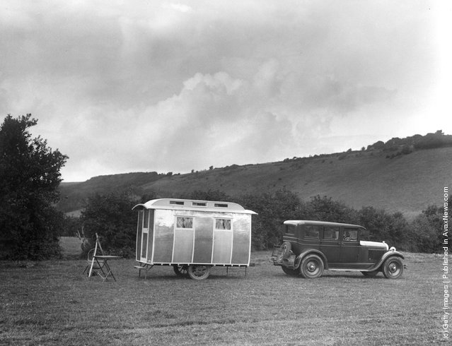 1930: The caravan in which Miss Annie Croft is touring the country with her production of 'The Maid Of The Mountains', which will shortly be seen in the West End