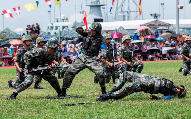 Soldiers of the Peoples' Liberation Army (PLA) perform drills during a demonstration at an open day at the Ngong Shuen Chau Barracks in Hong Kong on June 30, 2019, to mark the 22nd anniversary of Hong Kong's handover from Britain to China on July 1. (Photo by Isaac Lawrence/AFP Photo)
