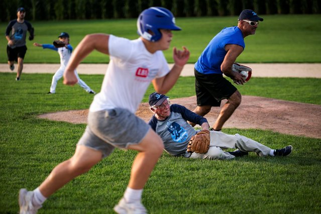 "2020 Democratic U.S. presidential candidate and U.S. Senator Bernie Sanders dives for the ball during a baseball game between his staff, ""The Revolutionaries"", and the Leaders Believers Achievers Foundation at the ""Field of Dreams"" movie site in Dyersville, Iowa, U.S., August 19, 2019. (Photo by Al Drago/Reuters)"