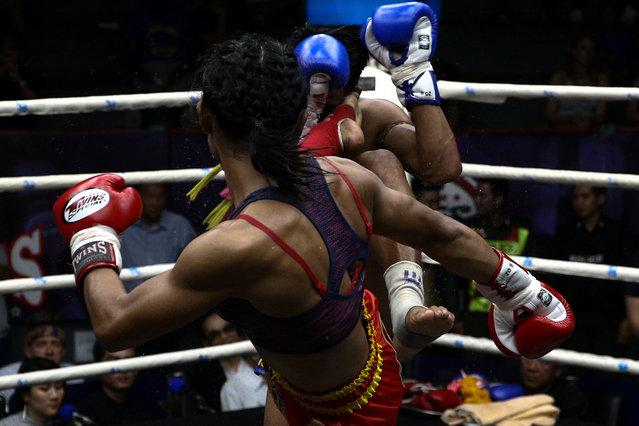 Muay Thai boxer Nong Rose Baan Charoensuk, who is transgender, kicks Priewpak Sorjor Wichit-Padrew during a boxing match at the Rajadamnern Stadium in Bangkok, Thailand, July 13, 2017. (Photo by Athit Perawongmetha/Reuters)