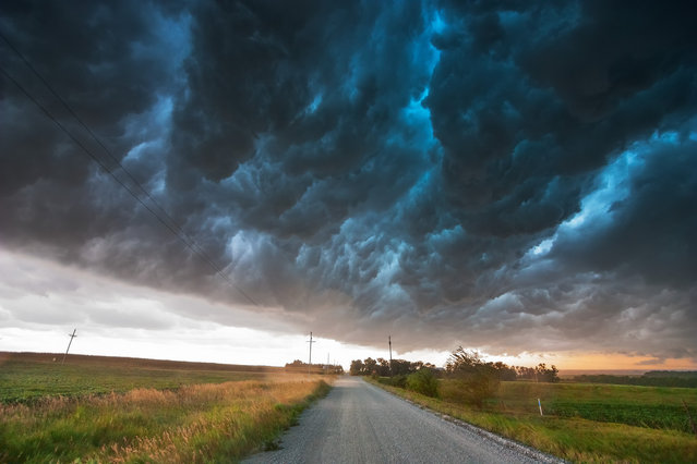 "Shelf cloud moves over a storm chaser producing what they term the ""whales mouth"" in southeast Nebraska August 9, 2009. (Photo by Mike Hollingshead)"