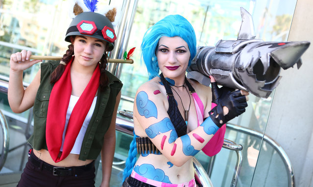 Friends outside the convention center during opening day of the annual Comic-Con International in San Diego, California, United States July 21, 2016. (Photo by Rex Features/Shutterstock)