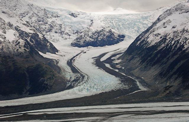 The Novatek Glacier is seen during a flight over southeastern Alaska near Yakutat, October 7, 2014. (Photo by Bob Strong/Reuters)