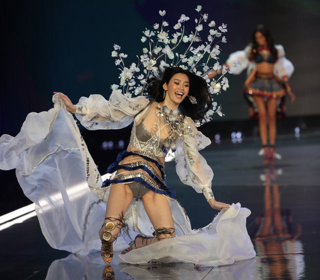 Ming Xi falls down on runway during the 2017 Victoria's Secret Fashion Show at Mercedes-Benz Arena on November 20, 2017 in Shanghai, China. (Photo by VCG/VCG via Getty Images)