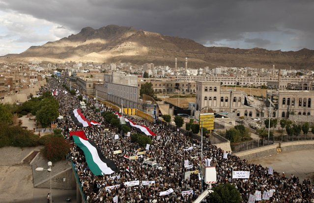 Houthi followers take part in a rally denouncing the Saudi-led air strikes in Yemen's capital Sanaa November 6, 2015. (Photo by Khaled Abdullah/Reuters)