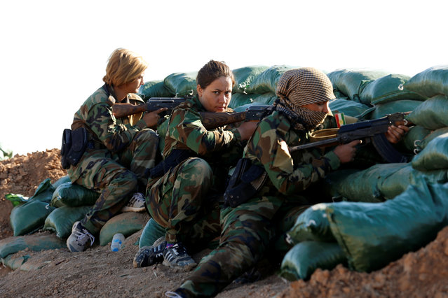 Iranian-Kurdish female fighters take position during a battle with Islamic State militants in Bashiqa, near Mosul, Iraq on November 3, 2016. (Photo by Ahmed Jadallah/Reuters)
