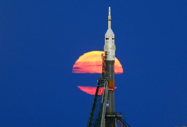 The supermoon rises behind the Soyuz MS-03 spacecraft, ahead of its upcoming launch to the International Space Station (ISS), at the Baikonur cosmodrome in Kazakhstan November 14, 2016. (Photo by Shamil Zhumatov/Reuters)