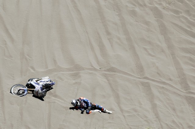 French Gilles Gard falls off his bike during the second stage of the Rally Dakar 2014 between the Argentinean localities of San Luis and San Rafael, 06 January 2014. (Photo by Felipe Trueba/EPA)