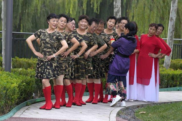Dancers pose for photos at a park in Beijing, China, Thursday, October 14, 2021. (Photo by Ng Han Guan/AP Photo)