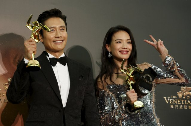 South Korean actor Lee Byung-hun and Taiwanese actress Shu Qi pose with their Best Actor and Best Actress awards at the Asian Film Awards in Macau, China March 17, 2016. (Photo by Bobby Yip/Reuters)