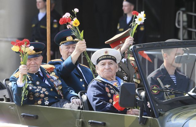 World War Two veterans take part in the Victory Day celebrations in Kaliningrad, Russia, May 9, 2015. (Photo by Reuters/Host Photo Agency/RIA Novosti)
