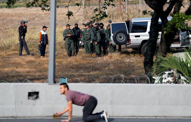 """Soldiers are seen inside the Generalisimo Francisco de Miranda Airbase """"La Carlota"""", in Caracas, Venezuela April 30, 2019. (Photo by Carlos Garcia Rawlin/Reuters)"""
