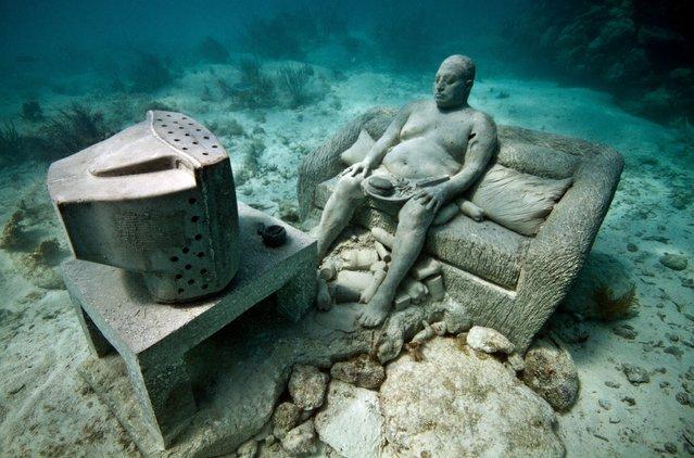 """Inertia"". Underwater Sculpture, Museo Subacuático de Arte, Cancun. (Photo by Jason deCaires Taylor/UnderwaterSculpture)"