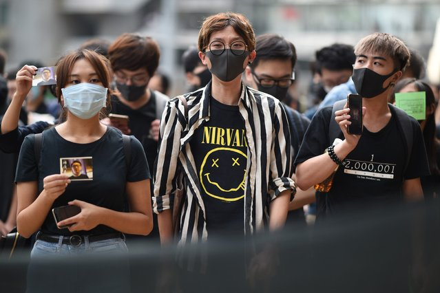 Masked protesters gather outside the High Court premises in support of activist Edward Leung, jailed for taking part in the 2016 Mongkok riots, during an appeal hearing for his period of sentence in Hong Kong on October 9, 2019. Leading independence activist Leung was jailed for six years on June 2018 for his involvement in the 2016 Lunar New Year riots in Hong Kong's Mongkok district, then one of the city's worst protest violence in decades, as semi-autonomous Hong Kong has been battered by four months of increasingly violent pro-democracy protests sparked by opposition to a now-scrapped bill allowing extraditions to China. (Photo by Mohd Rasfan/AFP Photo)