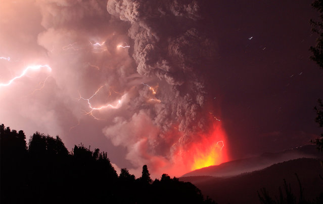 Lightning bolts strike around the Puyehue-Cordon Caulle volcanic chain near southern Osorno city June 5, 2011