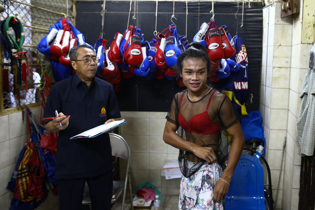Muay Thai boxer Nong Rose Baan Charoensuk (R), 21, who is transgender, prepares to be weighed before her boxing match at the Rajadamnern Stadium in Bangkok, Thailand, July 13, 2017. (Photo by Athit Perawongmetha/Reuters)