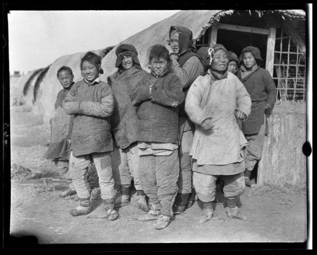 Women Mr. Lie Camp. China, Tianjin, 1917-1919. (Photo by Sidney David Gamble)